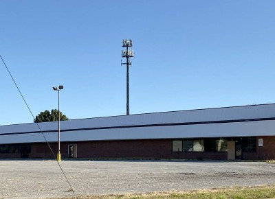 4 acres and 53,000 SF Building in Whitehaven area for Retail / Industrial use